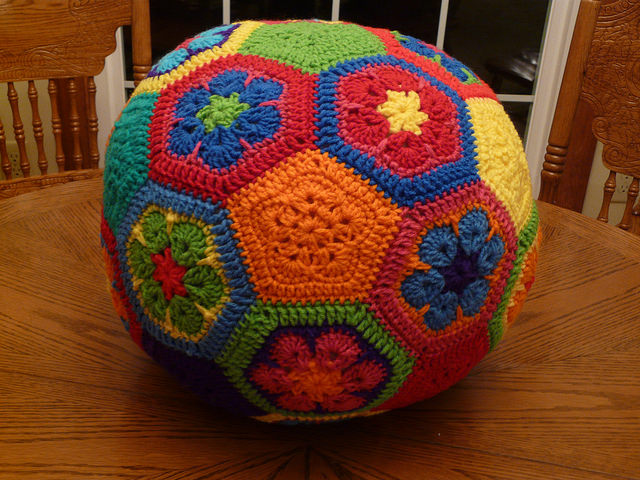 crochetbug, crochet soccer ball, crochet flowers, crochet hexagons, crochet pentagons, crochet ball
