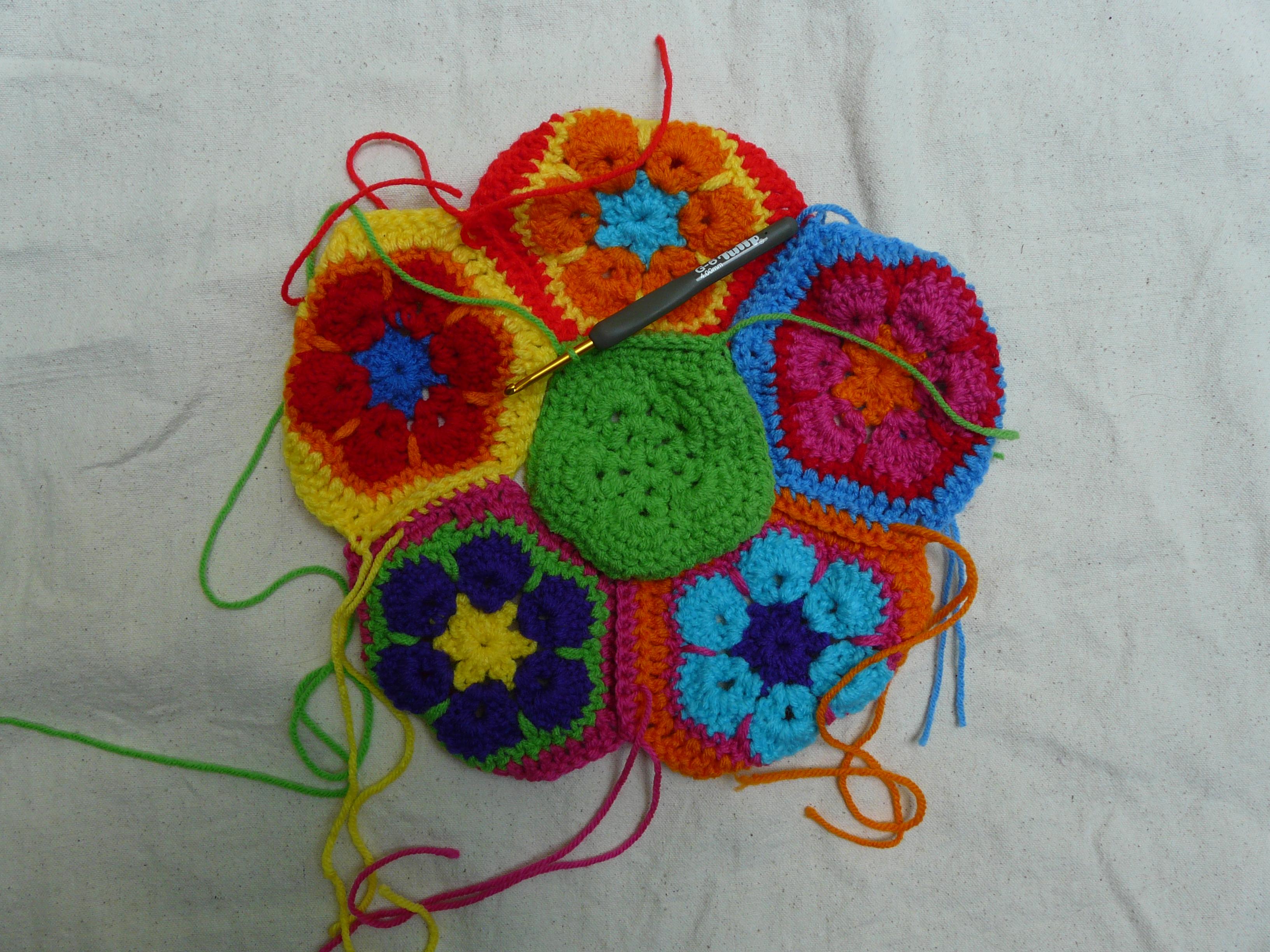 Assembling the African Flower soccer ball - Crochetbug