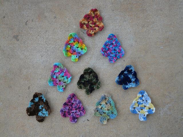 crochet triangle, crochet Christmas tree, crochetbug, variegated yarn, vintage yarn