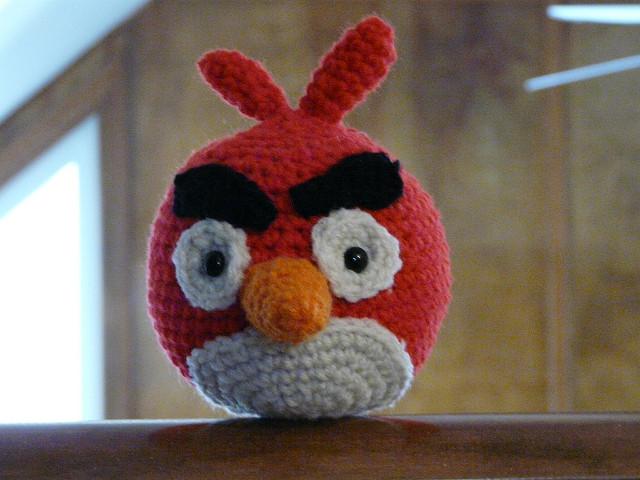 Angry Birds Amigurumi Bomb Bird Plushie · How To Make A Bird ... | 480x640