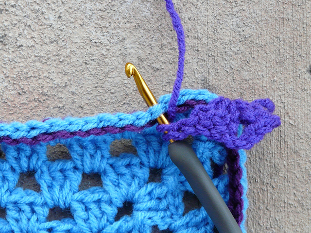 crochetbug, crochet, crocheted, crocheting, slip stitch, contrast color, granny square, crochet square