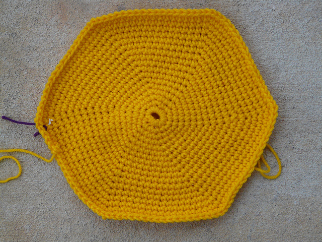 crochet hexagon bottom of a crochet bag
