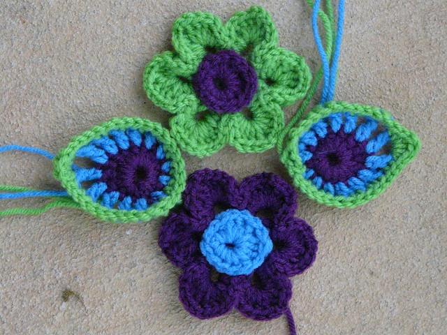 crochet flowers, peacock crochet feathers