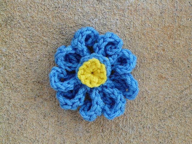 assembled crochet zinnia