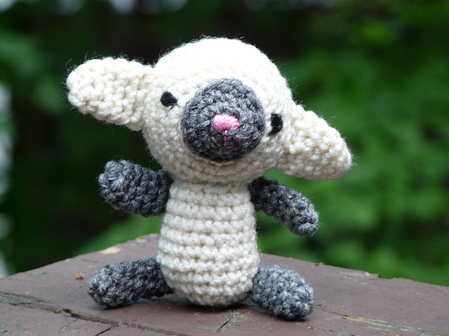Evelyn the amigurumi lamb