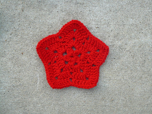 red crochet granny star