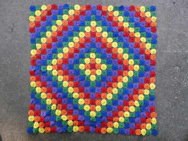 rainbow yo-yo quilt