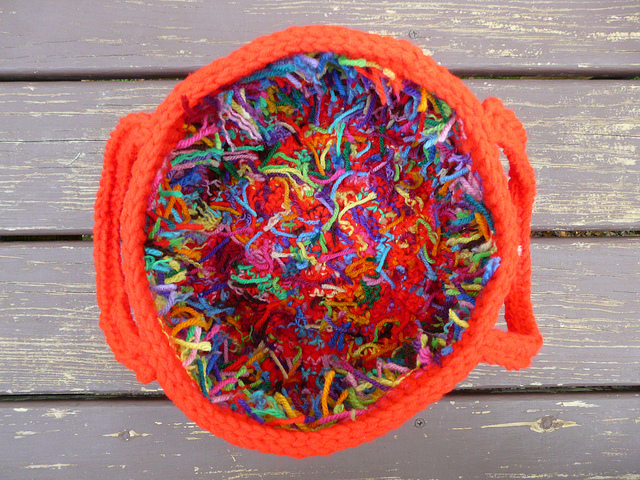 scrap yarn crochet basket, crochetbug, crochet circles, crochet pattern, hot red, rojo