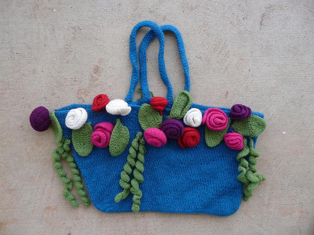 crochetbug, crochet purse, crochet tote, crochet bag, felted crochet, crochet roses, crochet flowers, crochet leaves, crochet curlicues