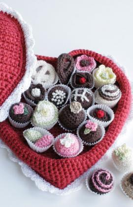 crochetbug, crochet candy, crochet hearts, crochet chocolates, valentine's day crochet