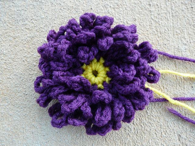 crochet flower center for a crochet square