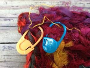 crochetbug, crochet rug, crochet rectangle, crochet stitch moveable stitch markers, sari strips, crochet rag rug