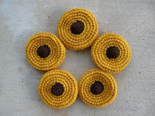 Five new peanut (butter) blossom crochet cookies for a total of seven-twelfths of a dozen new crochet cookies