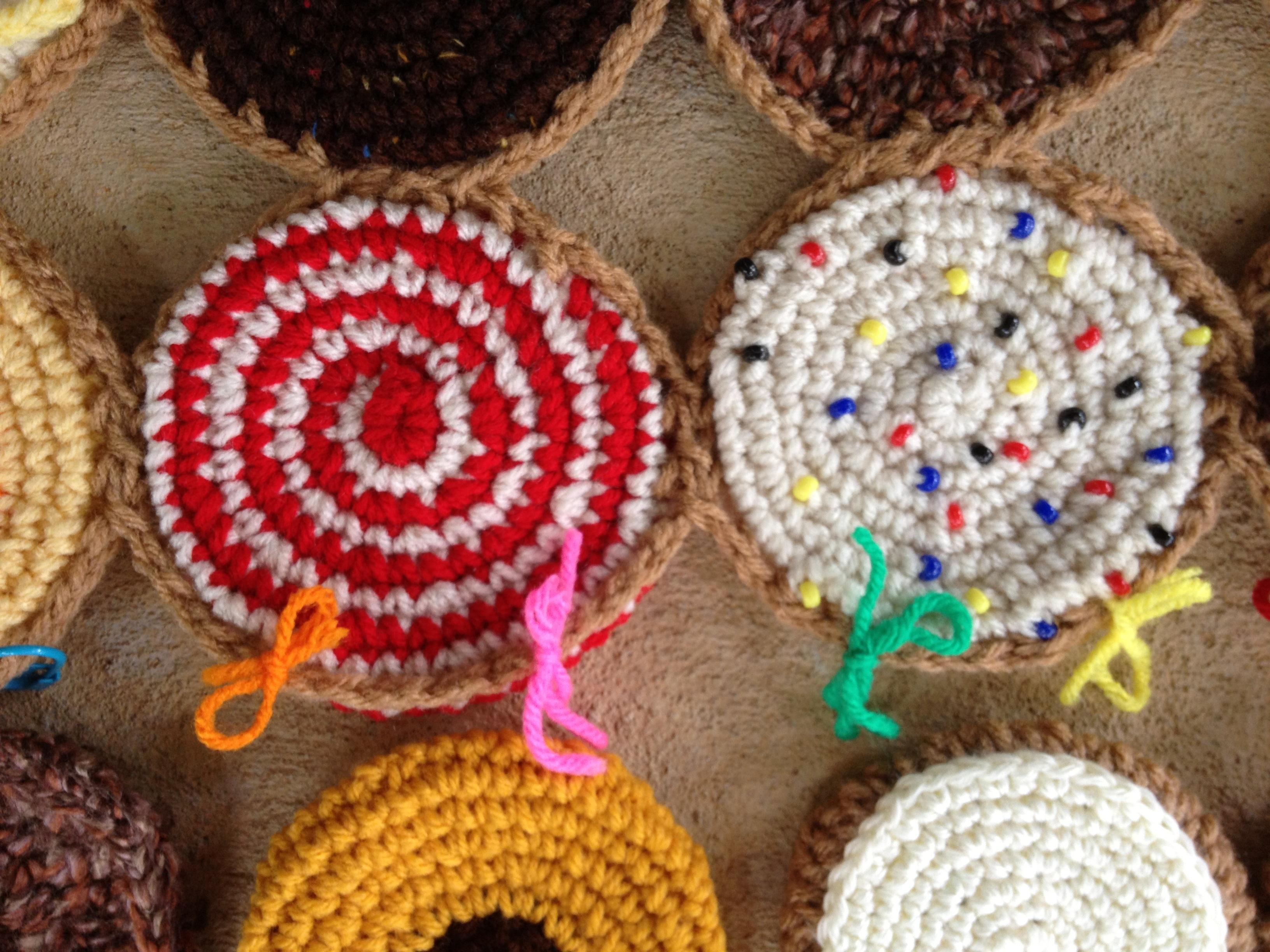 Crochet Stitch Markers How To Use : Using yarn scraps as stitch markers - Crochetbug