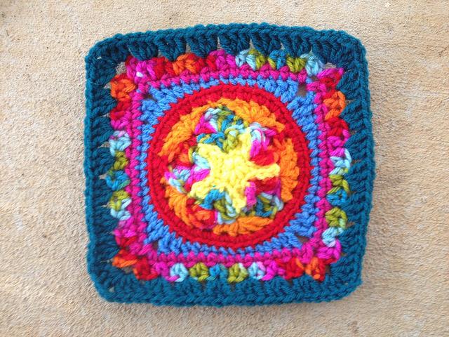 crochet square for a granny square crochet purse