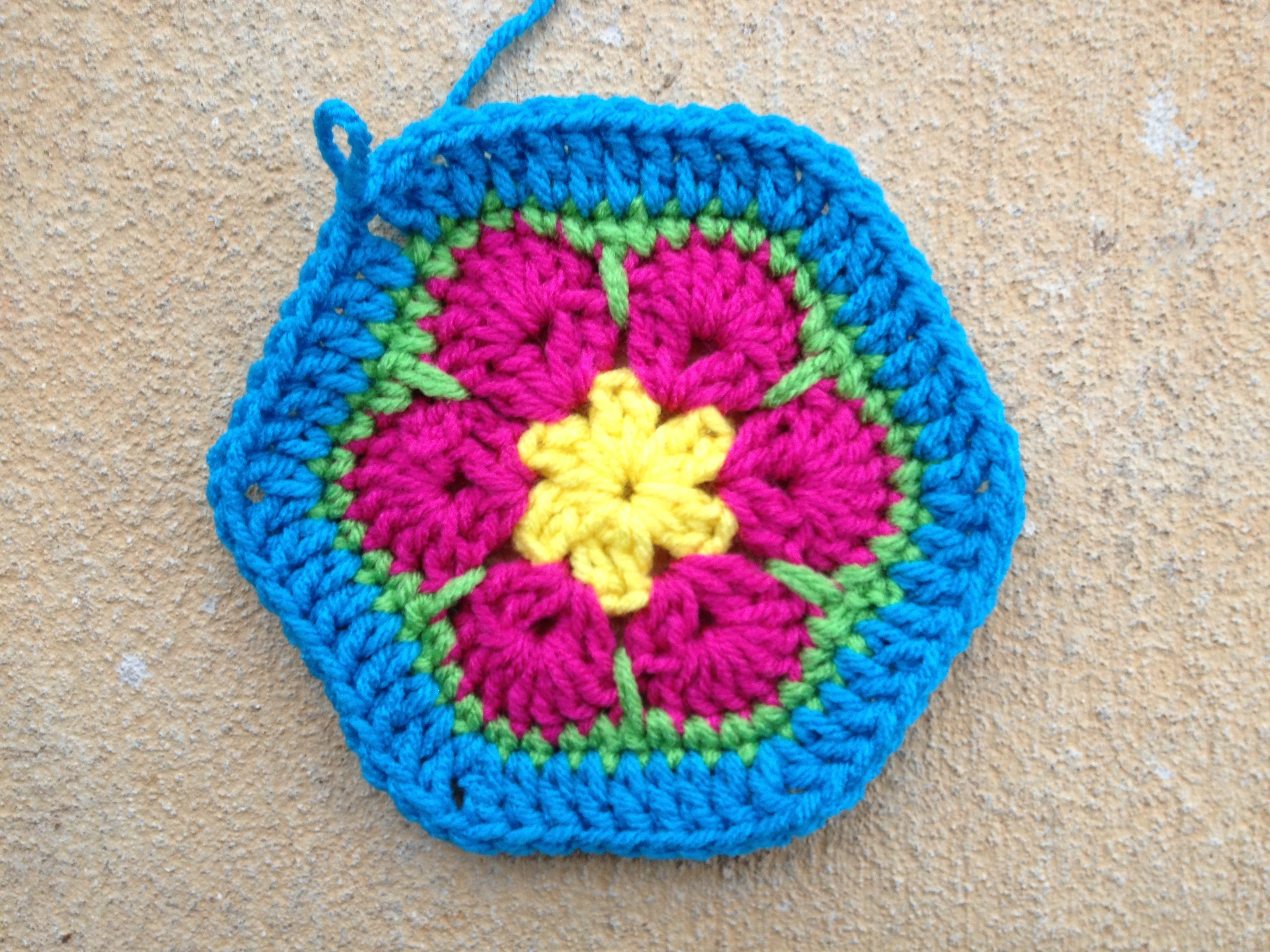 african flower square Archives - Crochetbug