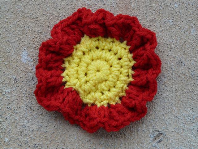 ruffled crochet around a crochet circle center