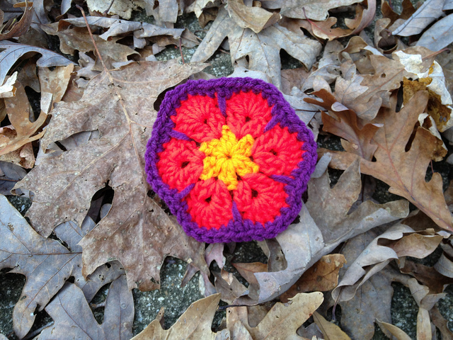 The first four rounds of an African flower crochet hexagon