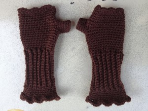 crochetbug, crochet texting gloves, textured crochet, crochet shells, crochet fingerless gloves