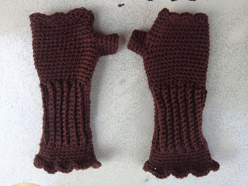 crochetbug, textured crochet, crochet Victorian texting gloves, crochet gloves, fingerless crochet gloves