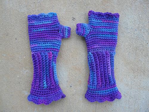 crochetbug, crochet texting gloves, grape fizz, textured crochet