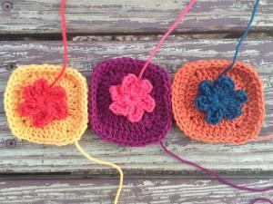 crochetbug, crochet squares, crochet flowers, crochet appliqué, appliqué crochet, crochet ascot