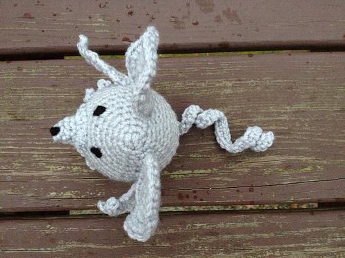 crochetbug, crochet mouse, amigurumi mouse, crochet in the rain