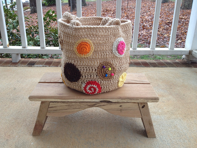 Crochet for March 24: The put a cookie on it crochet tote