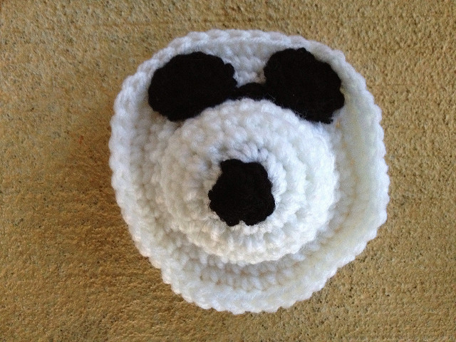 a crochet dog face for a crochet square for the corner of a crochet blanket