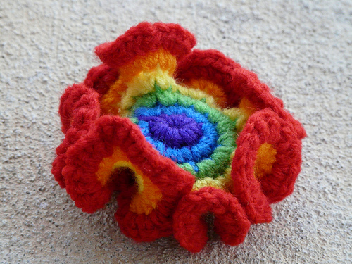 Rainbow crochet hyperbolic plane