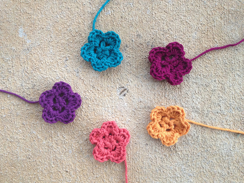 Hawaiian crochet flowers for a crochet chemo cap