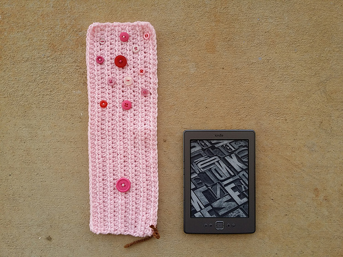 crochetbug, kindle crochet cozy,  half double crochet, use what you have, diy