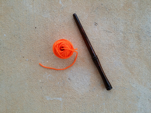 crochetbug, yarn scraps, orange, naranja, crochet, crocheted, crocheting, nostepinne, yarn winder