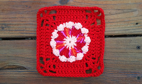 Crochet granny square with a round center