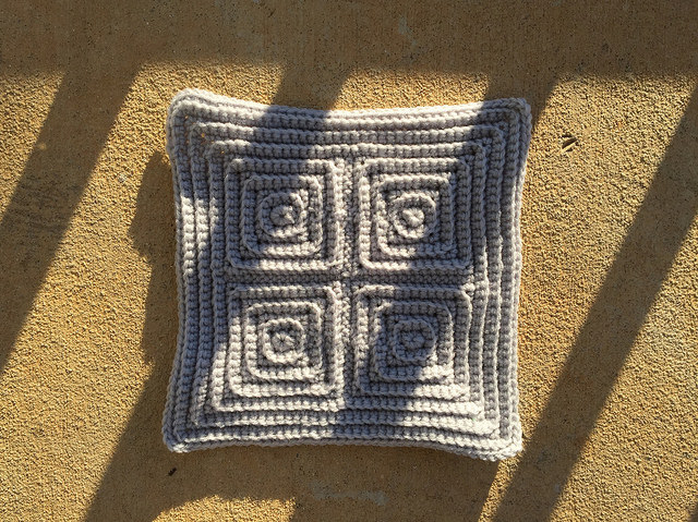 the last textured crochet square of my crochet opus rhapsody in gray