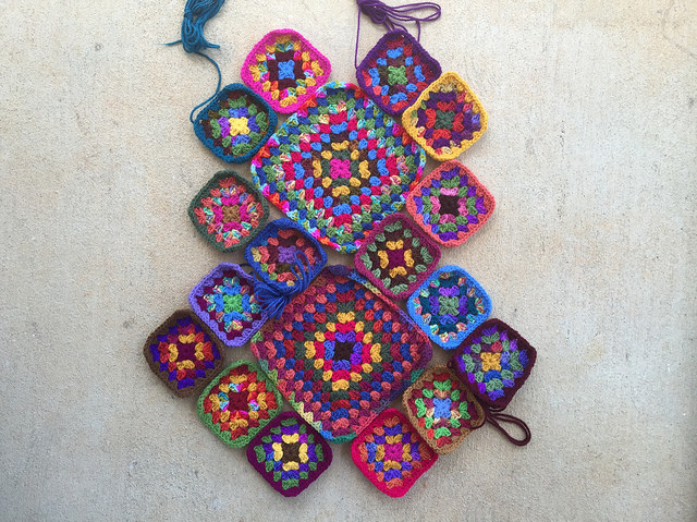 I decide on an arrangement for the granny squares before the piecing begins