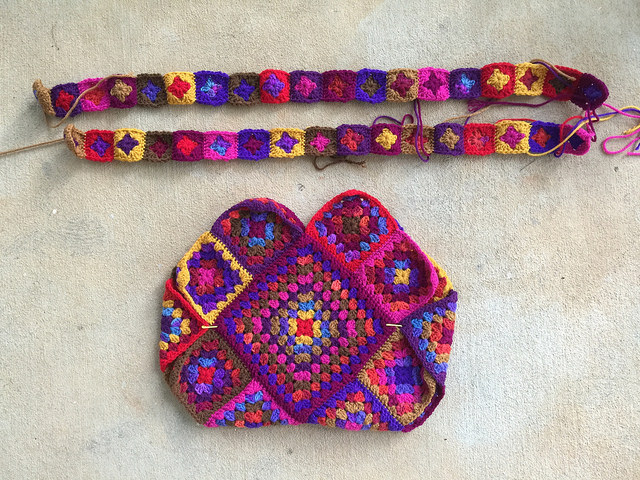 the body of granny square purse with granny square straps