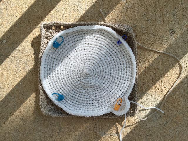 crochet circle, crochet square, crochet corner