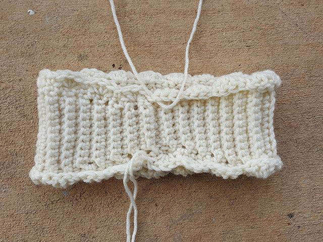 ribbed crochet headband with a crochet scalloped edge