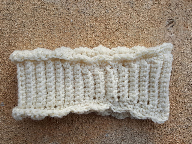 a ribbed crochet earwarmer with an invisible seam