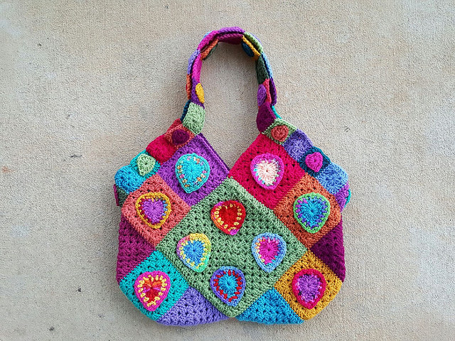 heart festooned crochet purse