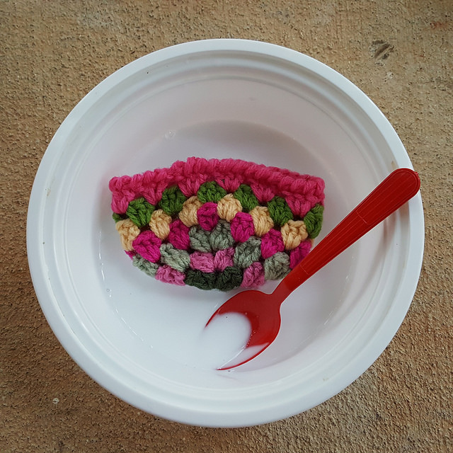 crochet basket in glue