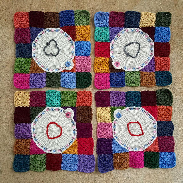 Four crochet corners with tambour crochet