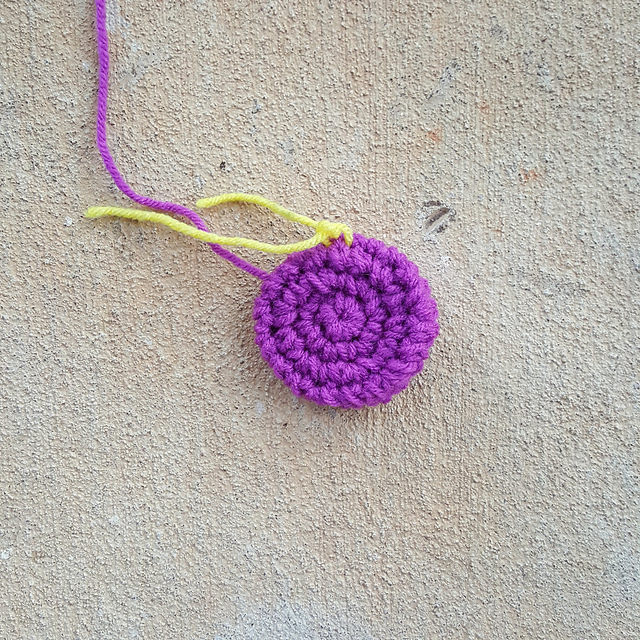 four round crochet circle