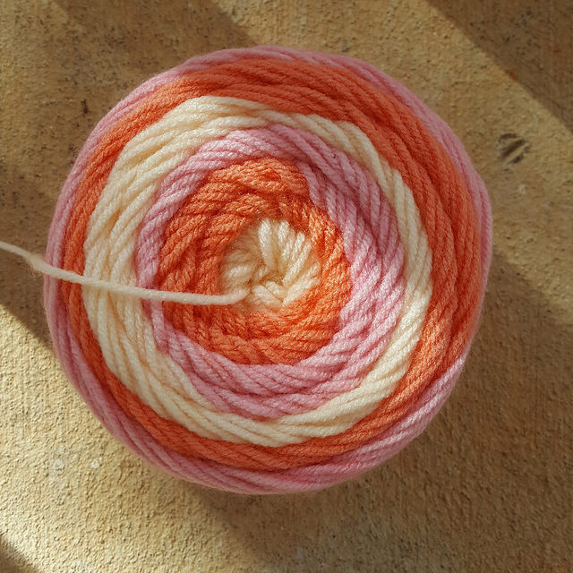 sweet roll yarn skein