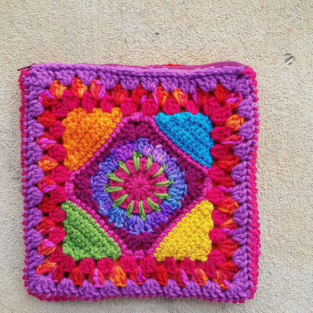 Crochet Granny Square Purse Pattern : Waiting for crochet inspiration - Crochetbug