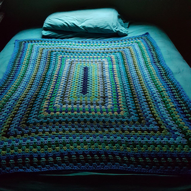 Putting a granny rectangle blanket to bed when it was done