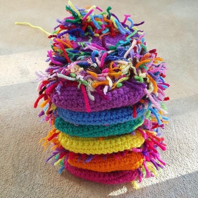 scrap yarn crochet cats, crochetbug, scrap yarn project, use what you have, amigurumi cat, toy cat, crochet cats, gato