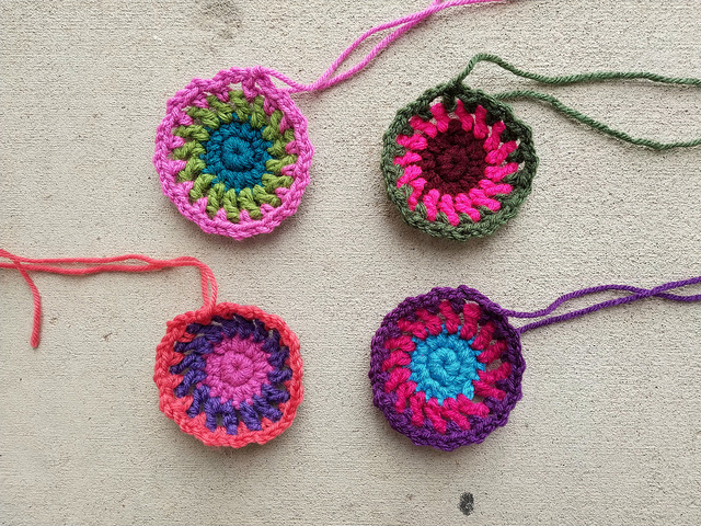 I crochet another round for the thirteen granny square purse