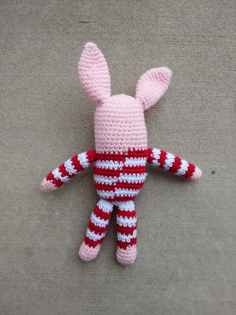 The back of the Olivia inspired crochet pig in pajamas